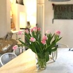 Pink tulips as a reward to myself for finally finishing my tax return.  . . . #decorativeliving #decorativeantiques #cornersofmyhome #georgianhome #georgianhouse #countryliving #springflowers #smallsteps #rewardtomyself